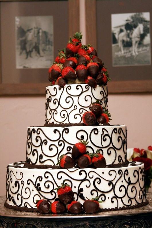 red wedding cake wedding ideas