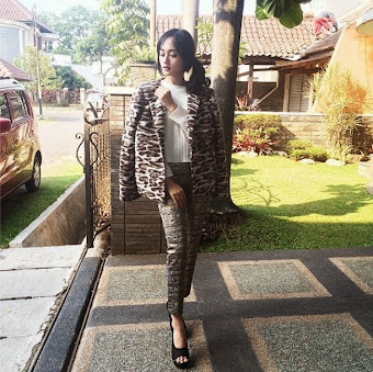 Our lovely @indahkus_ wearing one of our collections.