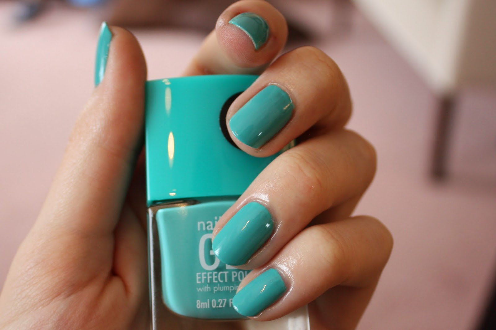 Nails Inc. Gel Effect Polish in Soho Place Swatch