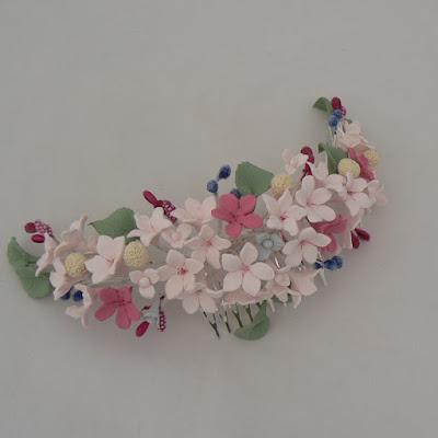 tocado flores porcelana