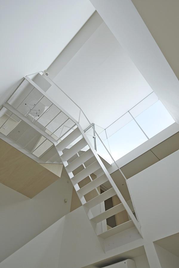 11-A-L-X-Sampei-Junichi-Architecture-Building-that-Envelops-Beauty-www-designstack-co