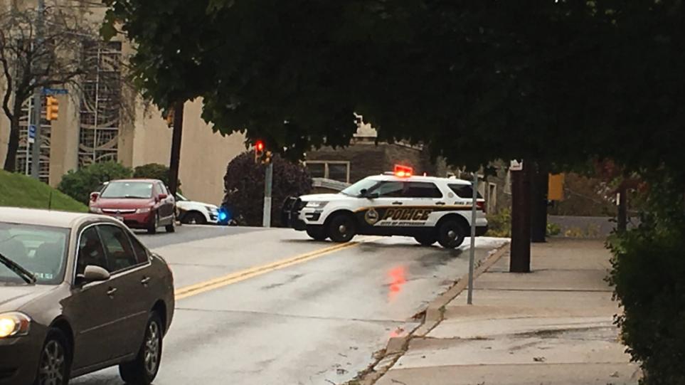 Μακελειό στις ΗΠΑ: Ένοπλος άνοιξε πυρ σε συναγωγή - Τουλάχιστον οκτώ νεκροί.