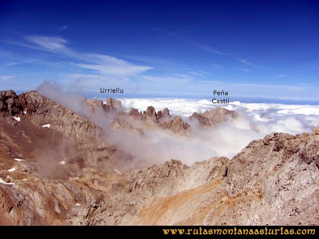 Ruta Vegas del Toro, Canal del Vidrio, Peña Vieja, Urriellu: Vista del Urriellu y Peña Castil desde Peña Vieja