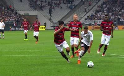 Vitória sofre diante do Corinthians, perde por 3 a 1 e sai da Copa do Brasil