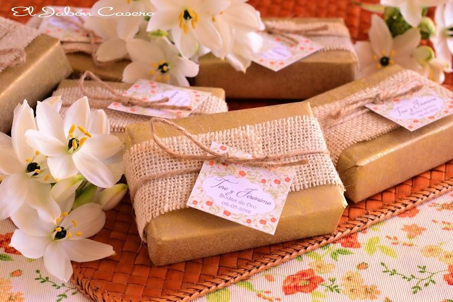 Detalles para bodas de oro jabones naturales personalizados