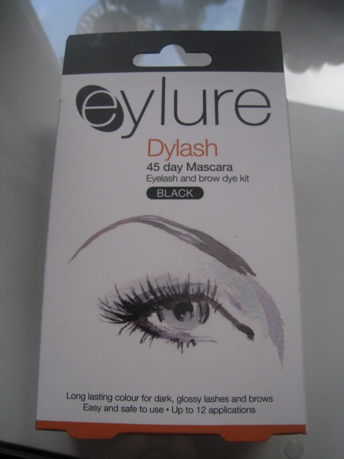 RivaSoave: Eyelure Dylash: Eyelash and brow dye kit Review