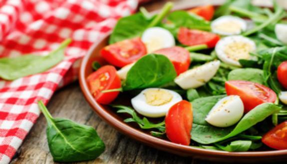 Ensalada de espinaca y tomate