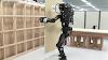 Ρομπότ τοποθετεί γυψοσανίδες σε τοίχους, βάζοντας μας σε σκέψη για το μέλλον