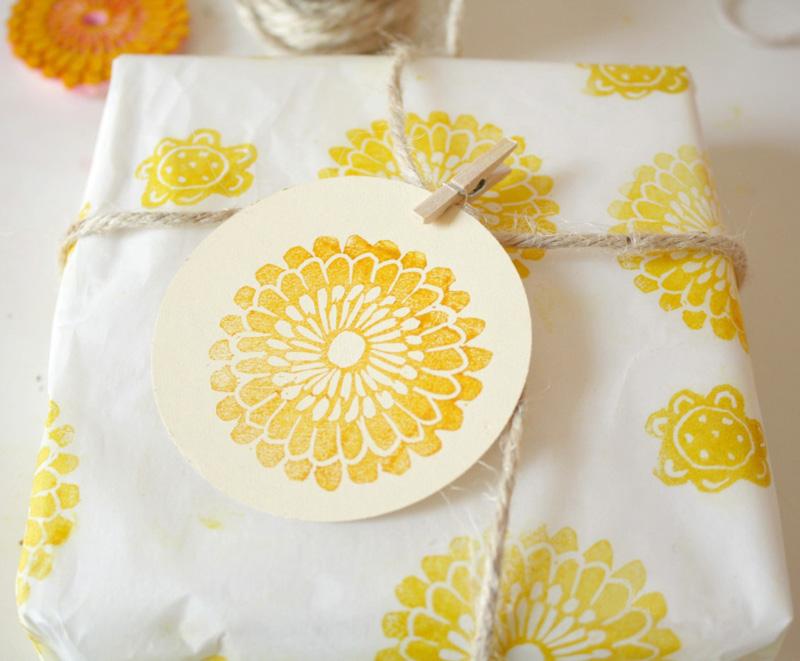 Personaliza tus regalos con papel estampado propio