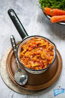 Słodka kapusta z pomidorami