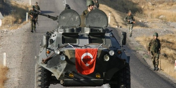Μυρίζει μπαρούτι! Πολεμικές προετοιμασίες: Η Άγκυρα καλεί τους Τούρκους να εγκαταλείψουν το Βόρειο Ιράκ