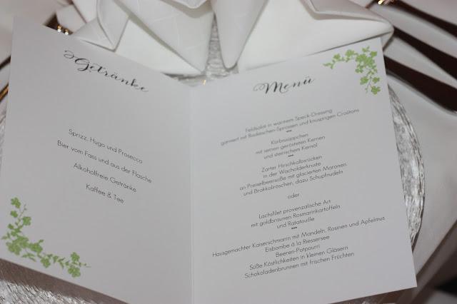 Hochzeitsmenü die Kartenmacherei,, Frühlingsdekoration Herbsthochzeit mit bunten Wiesenblumen im Hochzeitshotel Garmisch-Partenkirchen Riessersee Hotel Bayern, heiraten in den Bergen