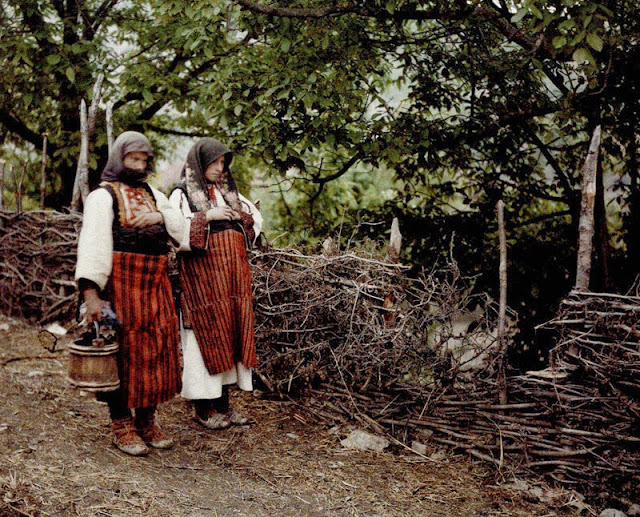 Women dressed in everyday folk costumes - village Opejnca - - Macedonia in 1913