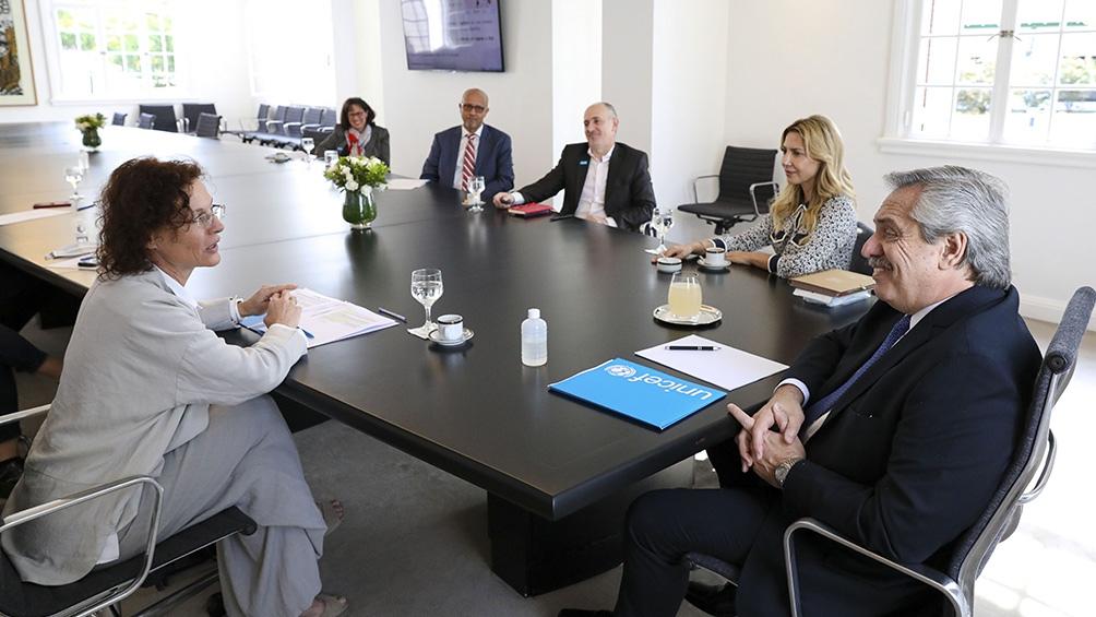 Unicef entregó al Presidente un informe sobre la situación en los asentamientos populares