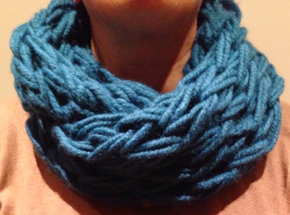 Se necesitan dos ovillos de 100g. para una bufanda amplia o dos para  cuellos más finos 8450c359156