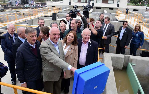 Antonio Bonfatti inauguró un acueducto en Rosario