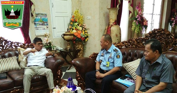 Gubernur Irwan Harapkan Pelayanan Imigrasi Padang Ditingkatkan