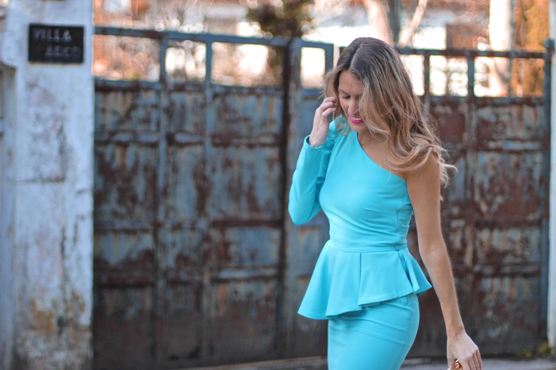 vestido boda azul con volante