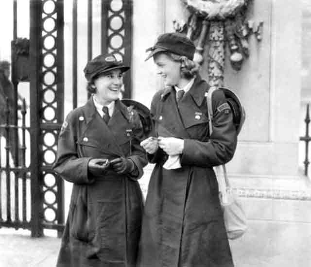 Women of Ambulance Service receiving decorations at Buckingham Palace 7 October 1941 worldwartwo.filminspector.com