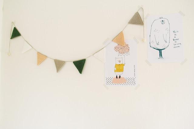 babykamer accessoire, Gehaakt/ crochet, gehaakte slinger, haken, restjes haakgaren, slinger, Studio Mojo, vlag, vlaggetjes,