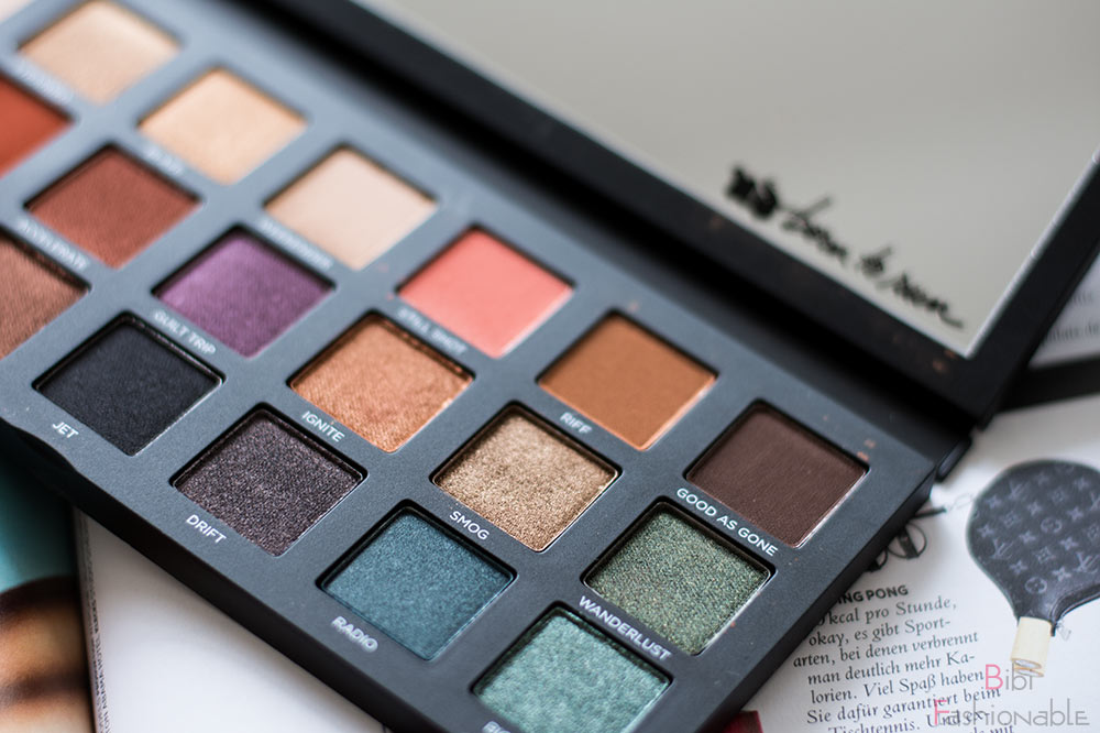 Urban Decay Born to Run Eyeshadow Palette offen nah rechts