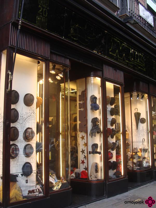 072ed52bc09f6 ... de esos que ya no se ven tanto dedicado únicamente a la venta de  sombreros