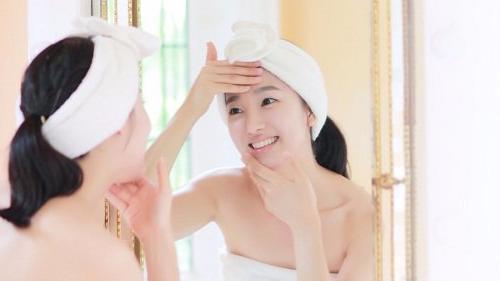 Những thói quen đang làm hại làn da của bạn