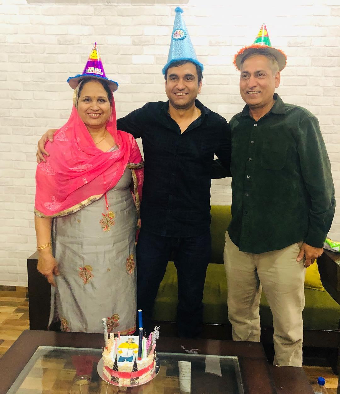 Lalit Shokeen with his father Mahavir Shokeen and mother Prem Lata Shokeen