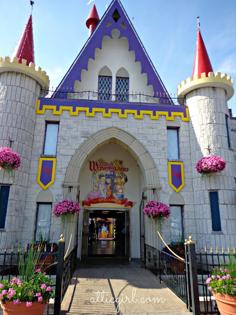 Dutch Wonderland castle, amusement park discounts
