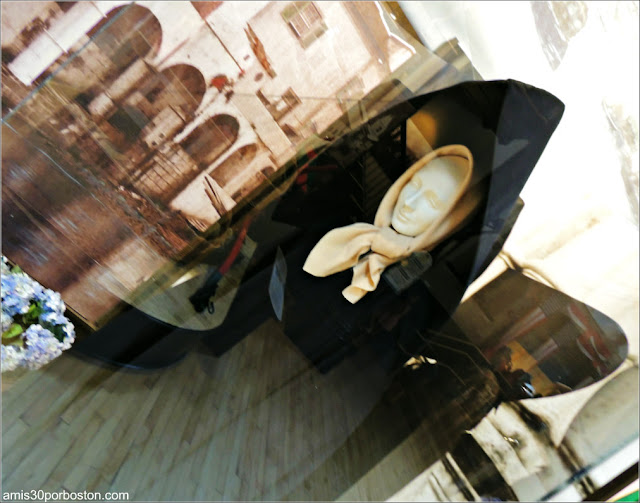 Capote Tradicional de las Azores en el Museo de las Ballenas de New Bedford