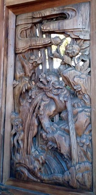 町田市図師の熊野神社 社殿横の彫刻