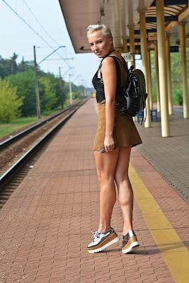 czarny_plecak_trendsgal_lakierowany_karyn