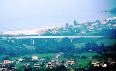 Vista del Cantábrico desde el pico Sol de Miguel