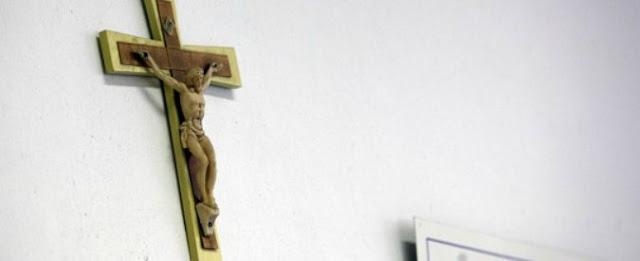 Buongiornolink - Statue sacre rimosse dalla scuola pubblica, i genitori per protesta mandano i bambini in aula con il rosario al collo