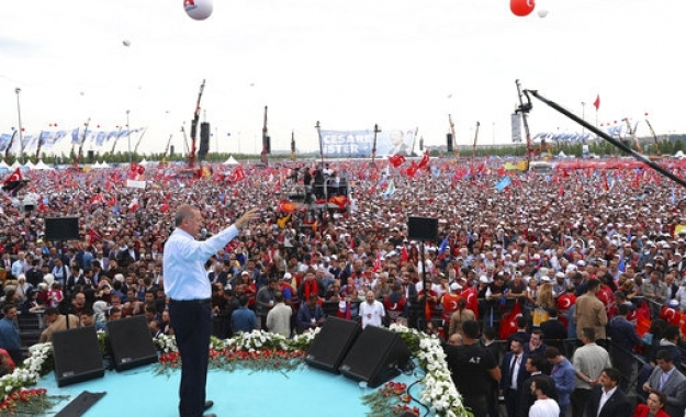 «Σάλπισμα» Ερντογάν: Η Δύση θέλει να με ρίξει, δώστε της ένα μάθημα!