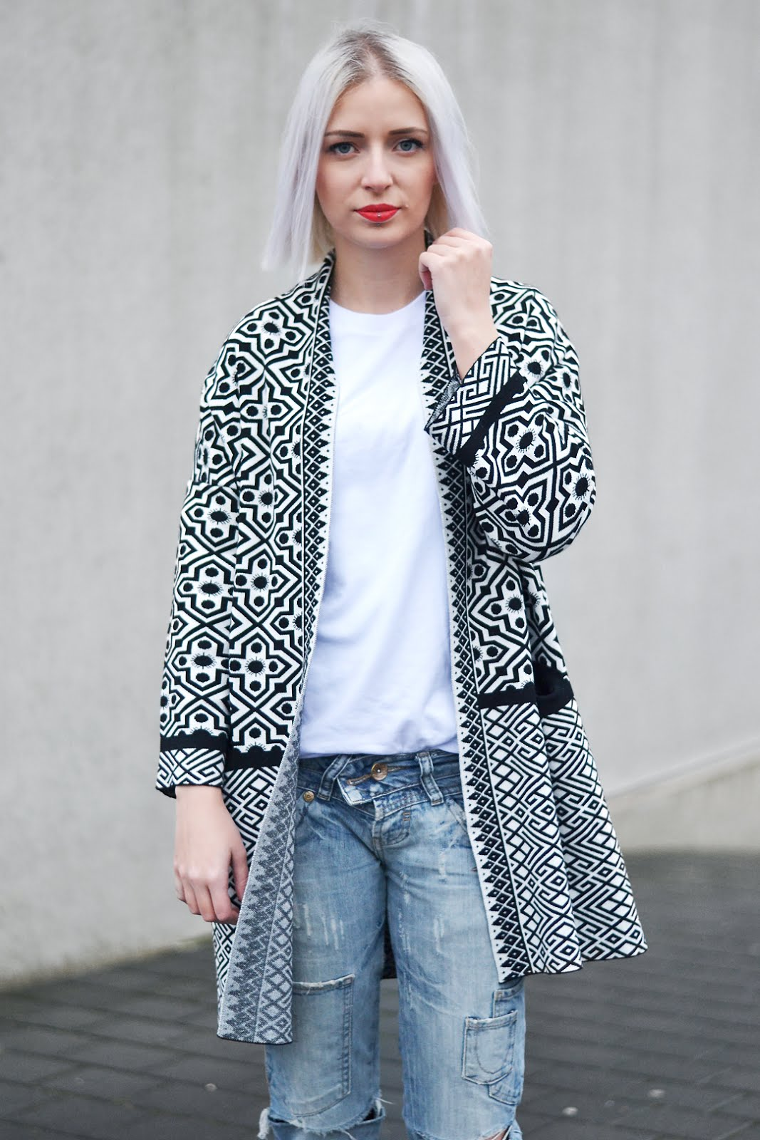 Shein, sheinside, ootd, outfit, black & white cardigan, geometric, casual outfit, winter 2016, trends, streetstyle, zara ripped jeans, h&m pointed boots