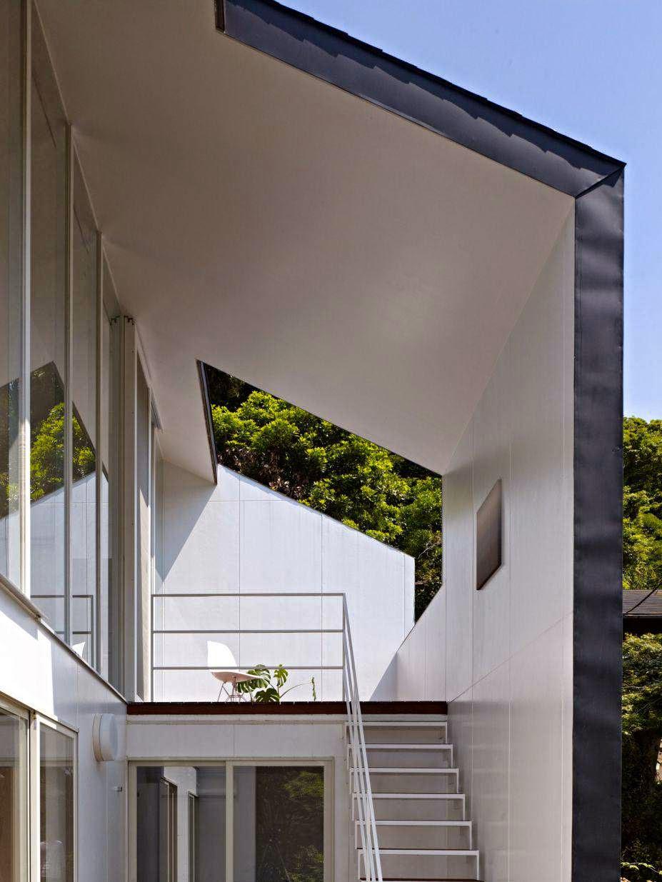 Rumah Minimalis 2 Lantai Balkon