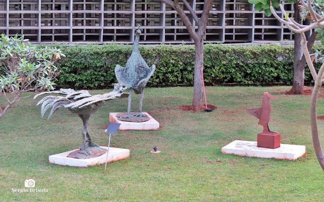 Vista ampla da Escultura Pássaros Imaginários - ALESP - São Paulo
