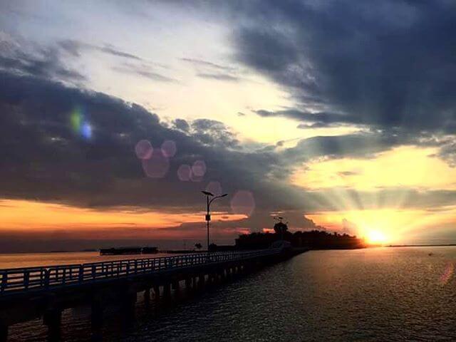 foto sunrise di jembatan cinta pulau tidung