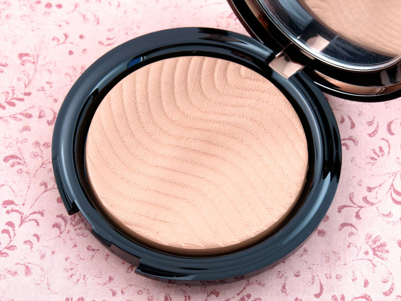 "Make Up For Ever Pro Bronze Fusion Bronzers in ""15I"" & ""10M"": Review and Swatches"