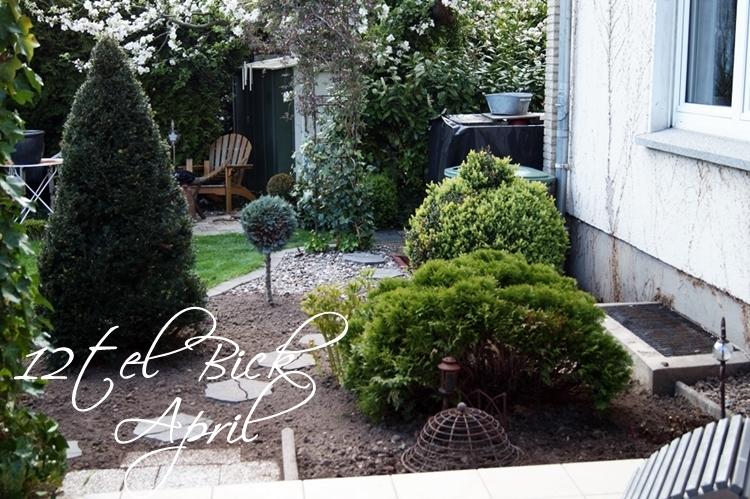 12tel Blick im April, von der Terrasse ins Beet