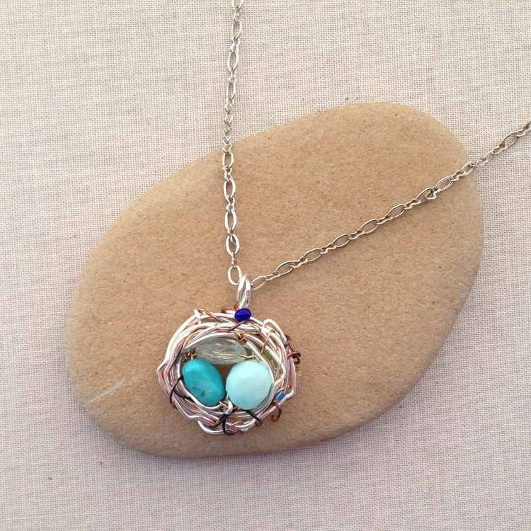 Great gift for Mom - Need to make one of these.  DIY birthstone nest
