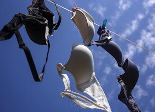 Ladies, Sudah Benarkah Caramu Mencuci Bra? Awas Jangan Salah Ya!