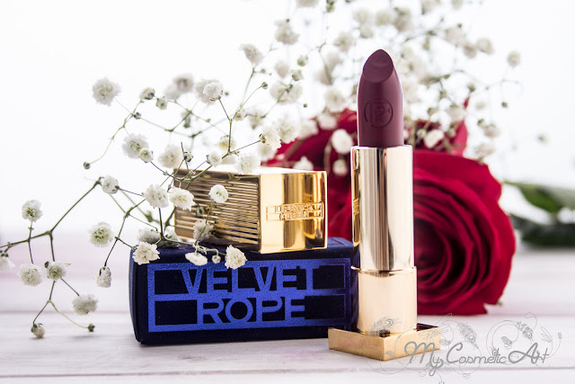Labiales de Lipstick Queen: Jungle Queen y Velvet Rope. A vuestros pies.