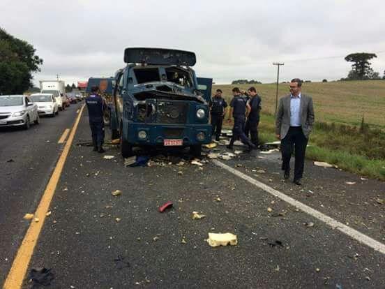 Quadrilha explode carro forte em rodovia da grande Curitiba