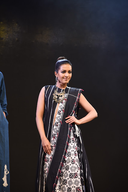 Actress Catherine Tresa HD Photos at Woven 2017 Fashion Show