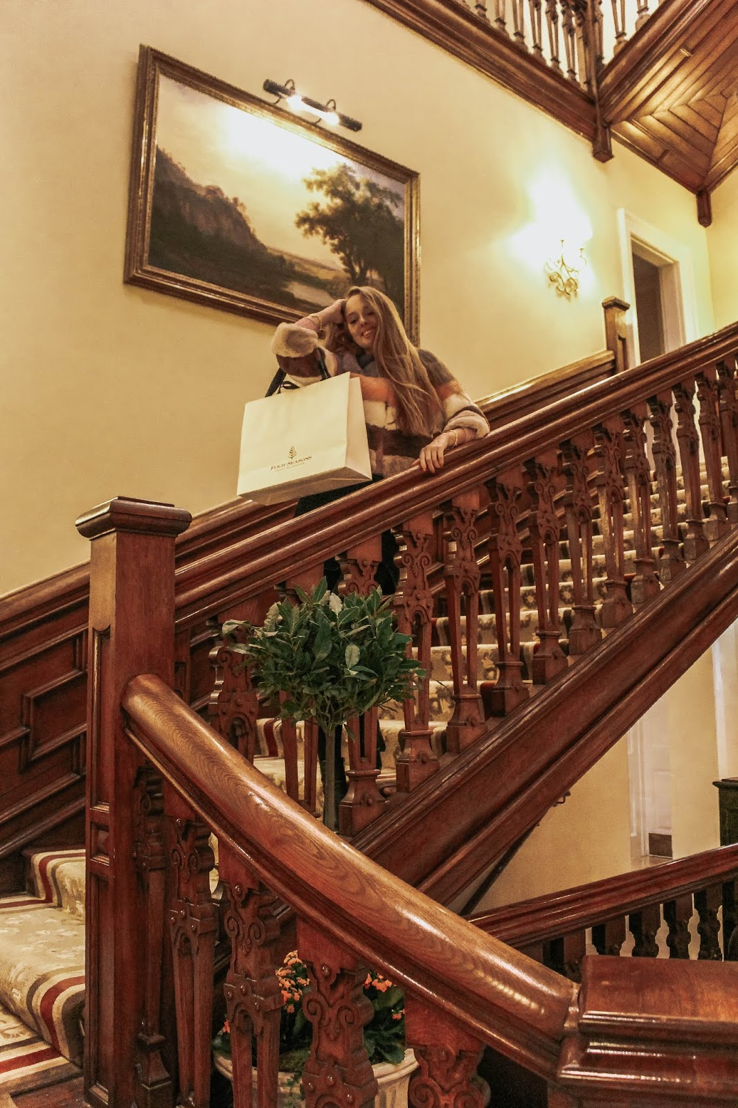 Four Seasons Hotel Hampshire Grand Staircase Bridal Event