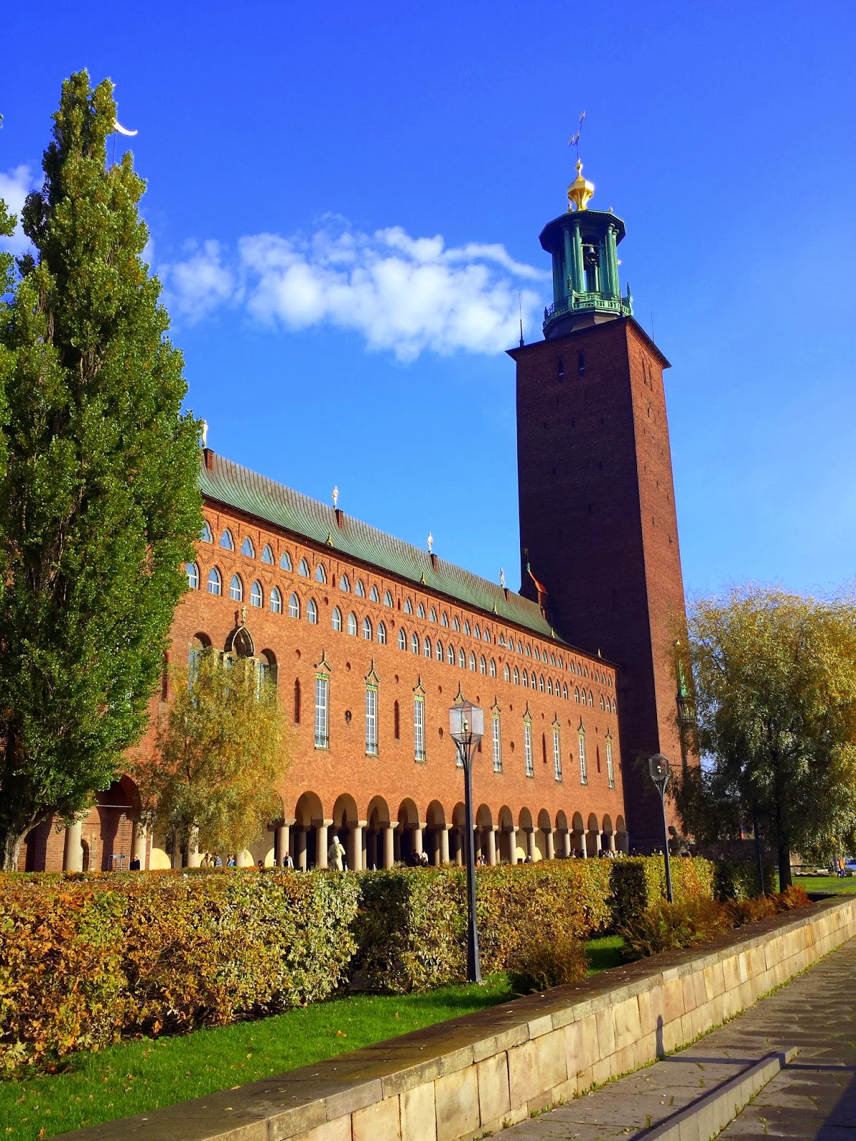 Stadshuset and stadshusetparken in Stockholm  |  My first encounter with Swedish healthcare on afeathery*nest  |  http://afeatherynest.com