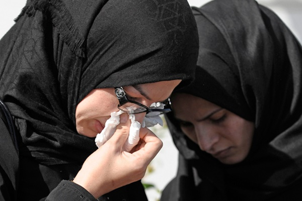 Kisah Benar! Gadis Bunuh Diri Selepas Tunai Solat Yang Wajib Ibu Bapa Baca. Nauzubillah Min Zalik...!!!