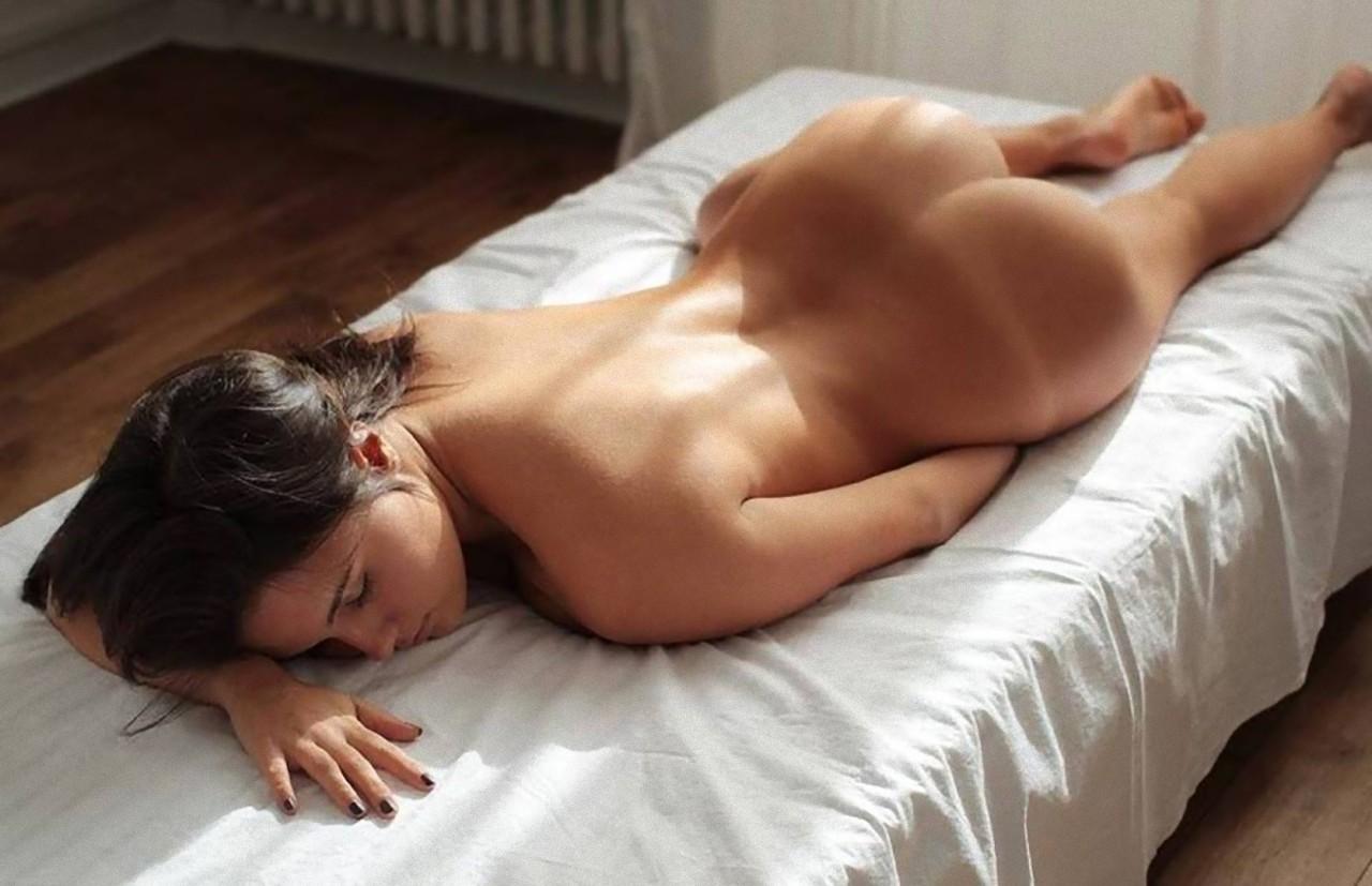 Фото эро вид сзади, Голые попки девушек - вид сзади 16 фотография